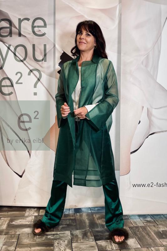 Mantel GAHO aus Seidenorganza in grün